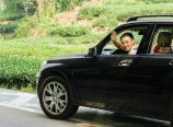 Cai Hongxin in his wife\'s car