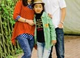 Cai Hongxin and family