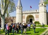 Outside the Topkapı Palace entry