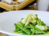 Artichoke and green bean salad with tarragon and arugula